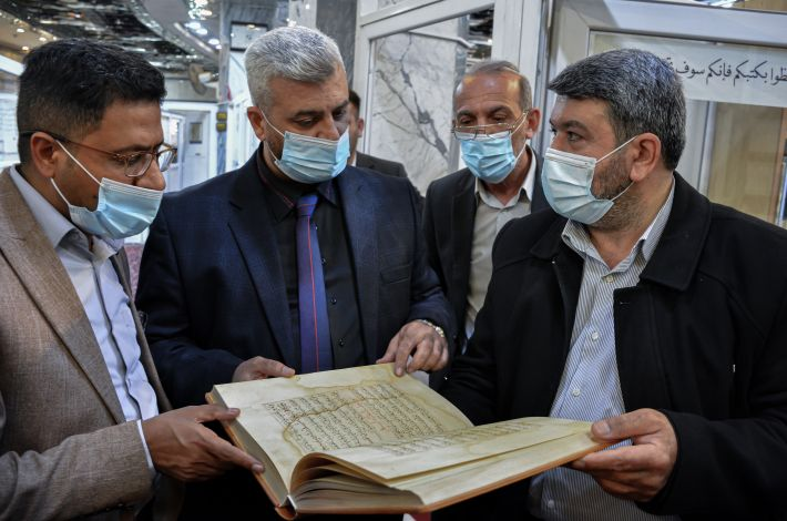 A delegation from the Sunni Endowment Office visits the library of the al-Abbas's (p) holy shrine.