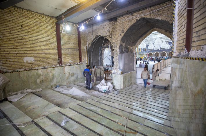 Finishing the floor cladding of the Imam Al-Hassan Gate (peace be upon him).